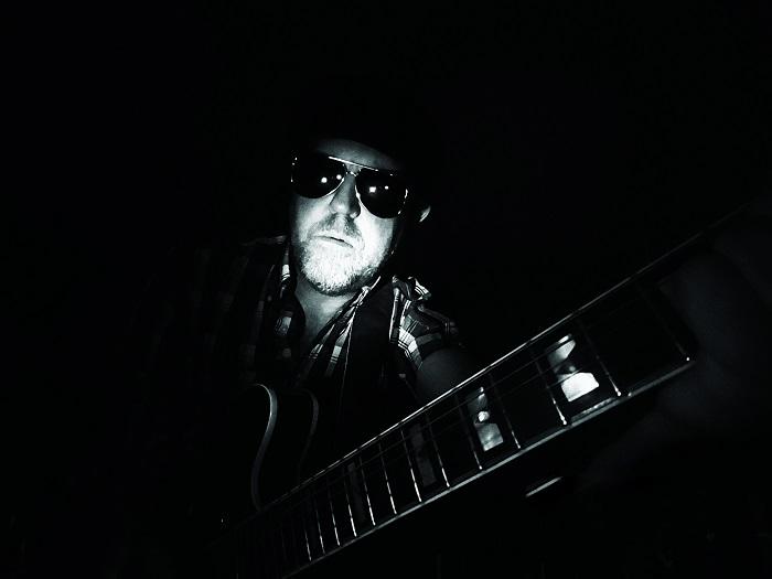 Råttanson m gitarr 700x525